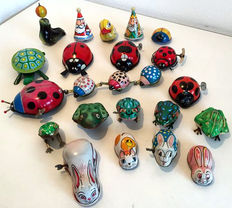 Lehmann/Yone and others - Length 5-15 cm - Lot with 15 pieces of tin animals/figures with clockwork/friction motor, 1960s/80s