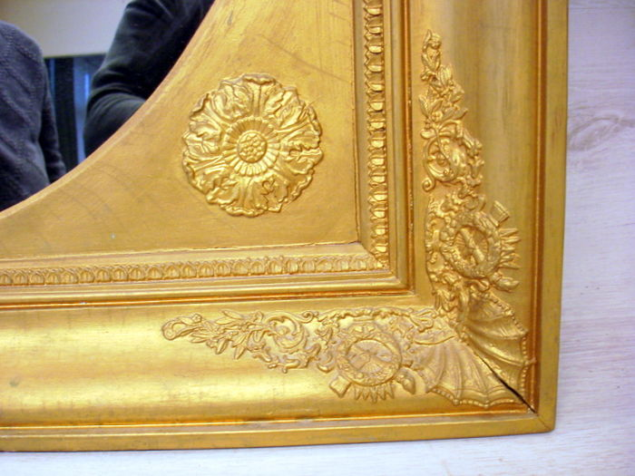 Gold coloured french bathroom mirror with 2 candle holders for Bathroom traduction