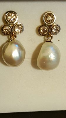 Earrings with diamond and non-nucleated salt water pearls