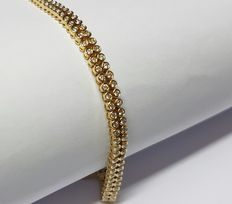 18 kt yellow gold tennis bracelet set with 150 diamonds, 2.68 ct in total