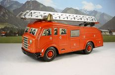 Arnold, Western Germany - Length 28 cm - Tin Daf fire engine with ladder and friction motor, 1950s