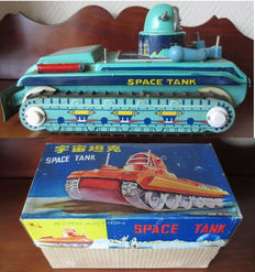 STF, China - Length approximately 23 cm - Tin Space Tank ME 091 with battery motor, 1970s