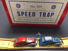 "Marx, England - Length cars 10 cm - Tin ""Speed Trap"" car course with clockwork motor, 1950s"