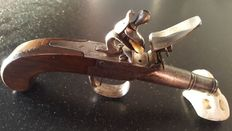 """Superb pistol type """"Queen Ann"""" at the end of the 18th century with flint-unscrewable barrel"""