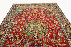 Fine Persian carpet Isfahan 3.82 x 2.82 red, hand woven in Iran, high quality new wool, Oriental carpet, GREAT CONDITION