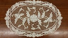 Large bobbin lace doily from private collection, Italy, 1925 ca.