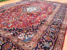 Hand-knotted, Persian carpet, Keshan, 198 x 300 cm, late 20th century.