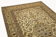 Fine Persian carpet Kashan 2.92 x 2.00 cream, hand woven in Iran, high quality new wool, great condition. Orient carpet.