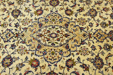 Fine Persian carpet Kashan 3.04 x 2.04 cream, hand woven in Iran, high quality new wool, great condition. Oriental carpet.
