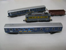 Minitrix N - 2069/3529/3121/3129 - E-loc Series 1100 met 2 passenger carriages of the NS + 1 freight carriage