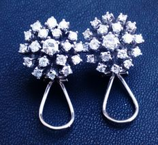 Earrings in 18kt (750/1000) white gold with approx. 1.95 ct of diamonds. Weight: 8 g