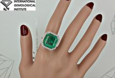 IGI 10.61 ct natural Colombian emerald and diamond ring in 18 kt white gold