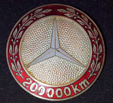 Original Mercedes badge, enamelled edge and star 200,000 km - Mid 2nd half previous century