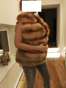 Luxurious sleeveless fur coat. New women's red fox fur coat. Made in Italy.