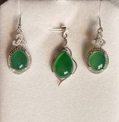 925 sterling Silver Chrysoprase pendant 11.3 ct,earring 20.3 ct (2)
