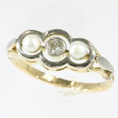 Art Deco diamond and pearl engagement ring, anno 1920