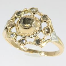 Bicolour gold ring with antique top from 1750 encrusted with diamonds