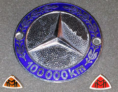 Two exclusive Maybach pins - Mint condition - Mercedes 100,000 km grill badge