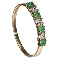 14 kt Yellow gold ring set with 4 emeralds and a diamond of 0.002 ct - Inner size: 19 mm