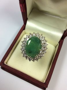 18kt with 4.25ct emerald and 2.28ct brilliants with certificate