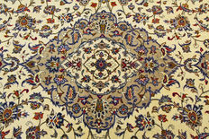 Fine Persian carpet Kashan 3.53 x 2.47 beige handwoven in Iran high quality new wool Oriental carpet GREAT CONDITION