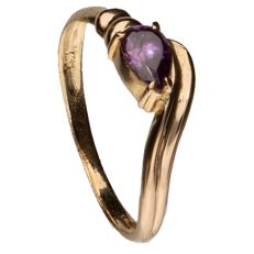 14 kt yellow gold ring set with purple glass – Inner size:  17.5 mm