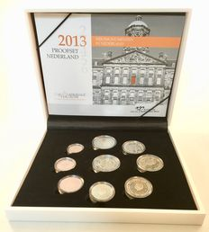 "The Netherlands - year pack 2013 (Proof) including two Euro coin ""200 years Kingdom""."