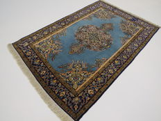 Wonderfully beautiful Persian carpet 165 x 110cm, end of the 20th  century. In top condition, fine