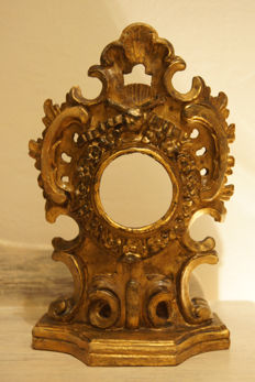A Baroque carved and gilt linden wood reliquary - 18th century