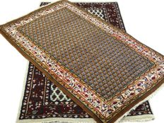 "Pair of Mirs – 160 x 92 cm and 165 x 92 cm – ""Two Oriental carpets in beautiful condition"" – Note! No reserve, starts at €1"