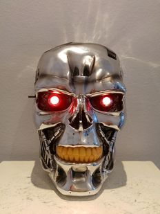 T 800 Terminator 2 Head Judgment Day - special effect, red blinking eyes (batteries included)
