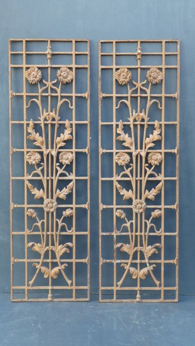 A bunch of door grates in cast iron - France - ca. 1950 : door grates - Pezcame.Com