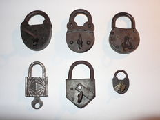 Lot of 6 padlock with key.