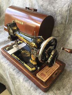 Great antique Singer 128K sewing machine, 1925