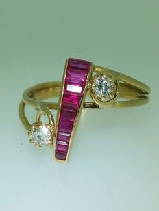 Antique Gold Ring with Rubies and Diamonds.