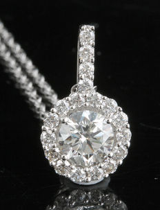 1.00ct diamond pendant in a diamond cluster/halo setting. G/H colour and SI clarity set in 18kt white gold.
