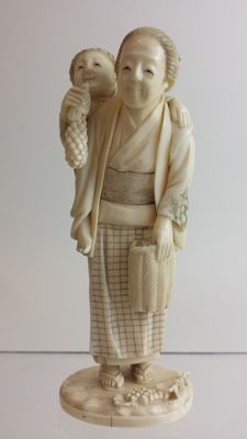 Ivory Okimono of mother and child - Japan - late 19th century