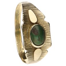 Yellow gold vintage ring set with green stone