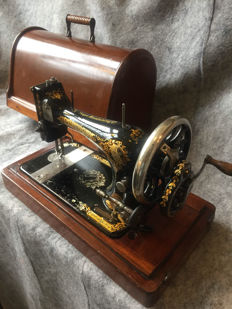 Great antique Singer sewing machine, 1898