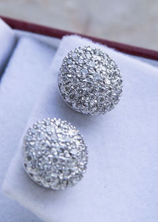 Earrings with pavé of diamonds totalling 1.6 ct