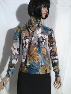 Dolce Gabbana – Twin set, flowery jumper and scarf in wool