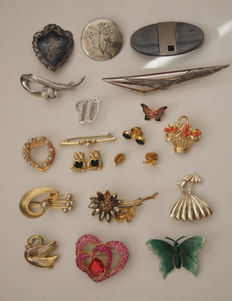 20 vintage brooches, from the 20th century.