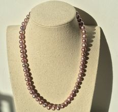 Cultured fresh water pearl necklace,approx 8-9 mm, Lilac colours