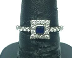 White gold ring with princess cut sapphire and diamonds – London, '30/'40s