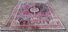 Large, colourful Persian hand-knotted carpet –305 x 220 cm