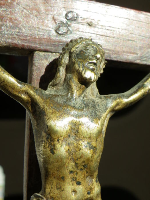 A Renaissance style crucifix on foot - walnut wood and bronze - France - 18th/19th century