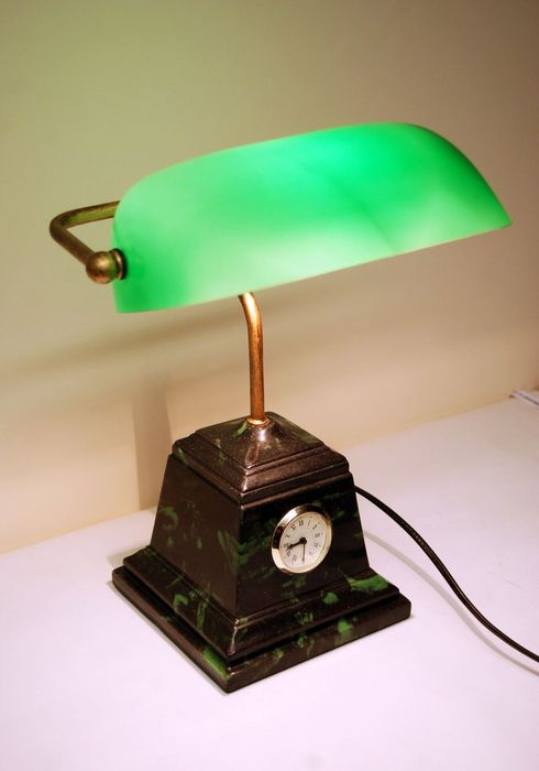 Antique Style Bankers Table Lamp With Green Glass Shade
