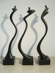 Corry  Ammerlaan van Niekerk - set of three signed sculptures on marble base - complete set - manufactured on order