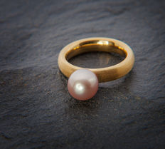 Lady's Ring with  c. 8,6 mm ∅ Aprico / Silver colored fresh water Pearl 18K Yellow Gold - Ring size: 50; US: 5,5  16mm∅
