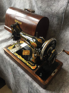 Great antique Singer 128K sewing machine, 1931